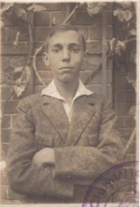 Das Passbild von Paul Yogi Mayer in seinem Ausweis des Wiesbadener Schwimmclubs